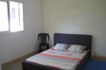 chambre dans maison calme vu sur mer - Ház