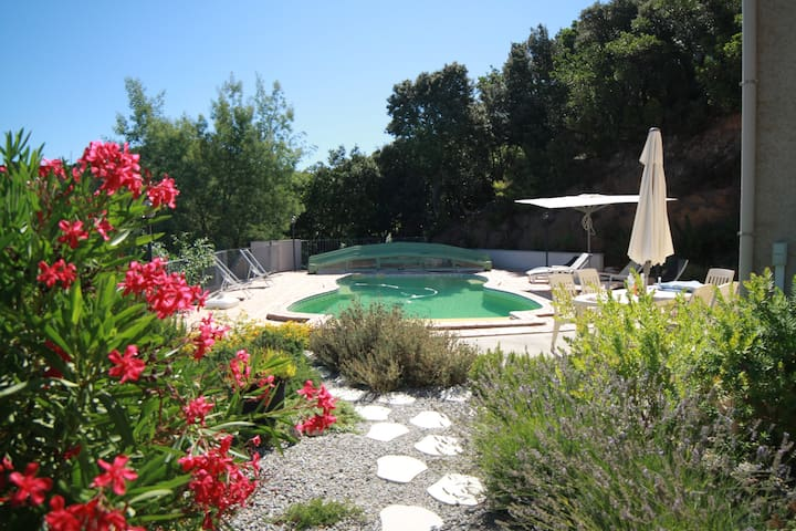 Quiet Sea View Villa with Heated Pool in Scrubland - Granace