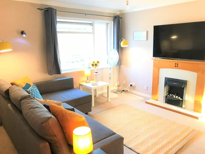 Toronto Apartment in Seaside Town with Parking