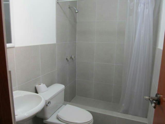 Habitación con baño compartido