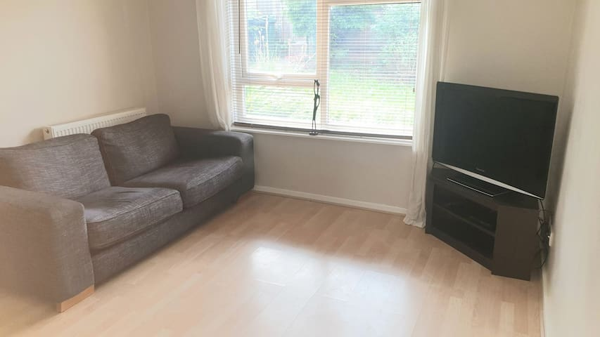 2 bed house sleeps 6 short taxi to city centre