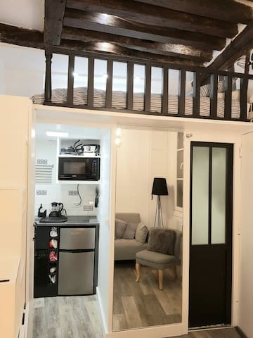 Petit studio parisien au coeur du quartier latin