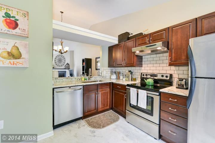 Lakeside Condominium - Falls Church - Townhouse