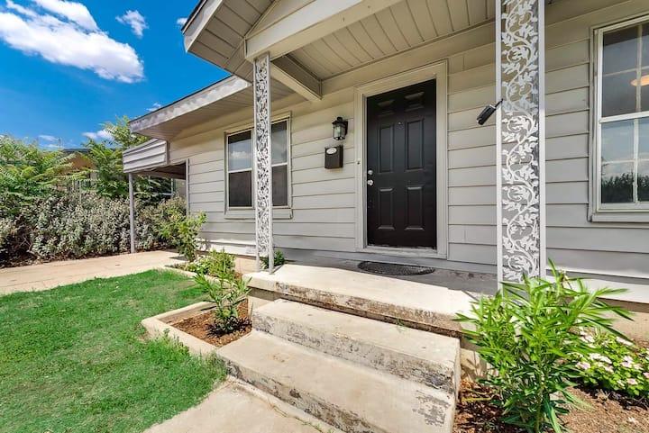 Renovated , private home convenient location