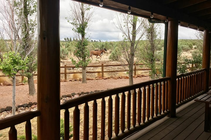❤︎ Willow's Cabin: King Bed+Fireplace+Wild Horses