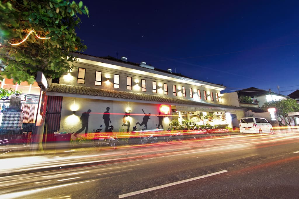 We are located within walking distance of shops, bars, and restaurants in Kuta.