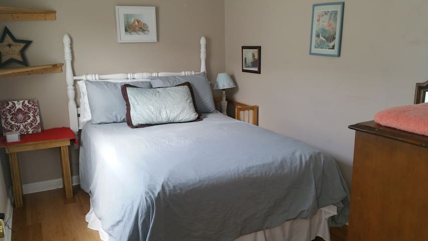 Bright, Comfy Room in Shared House #3
