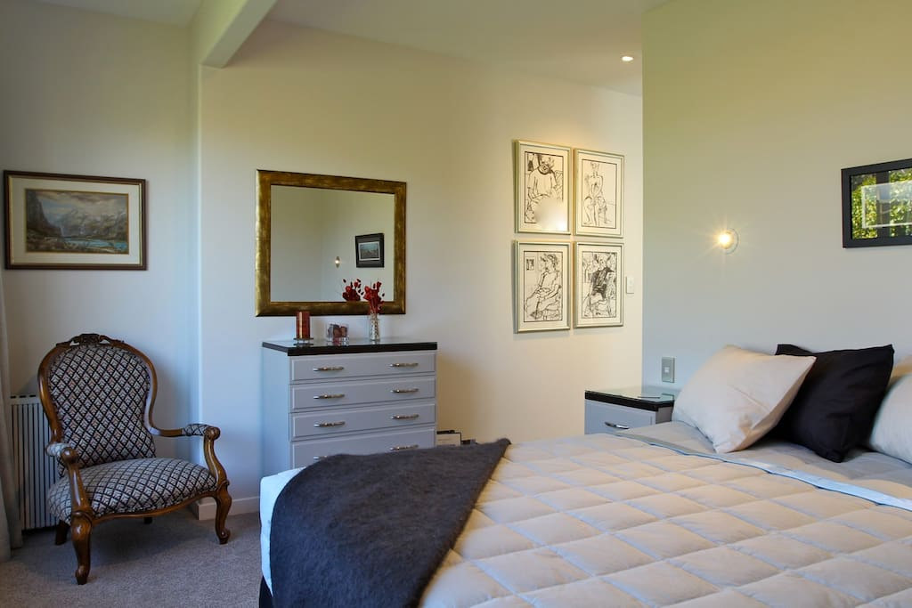 James Cook Suite with King bed, en suite and large wardrobe area. Lovely views of the garden.