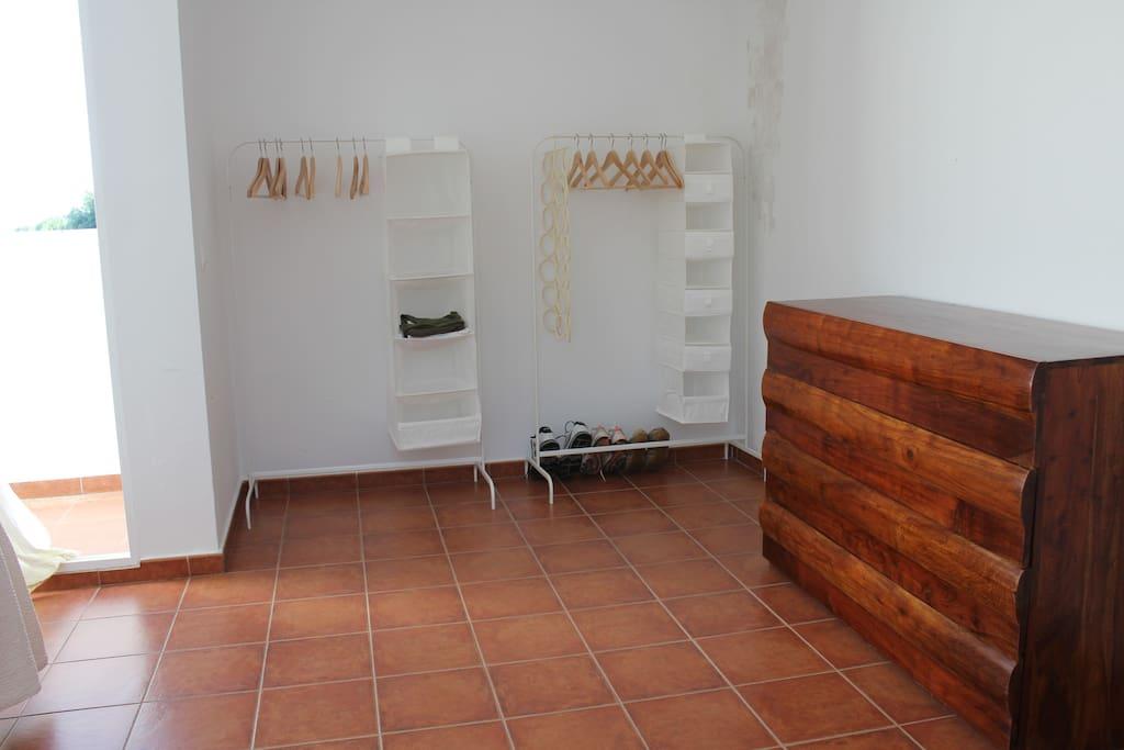 vestidor y cómoda habitación principal