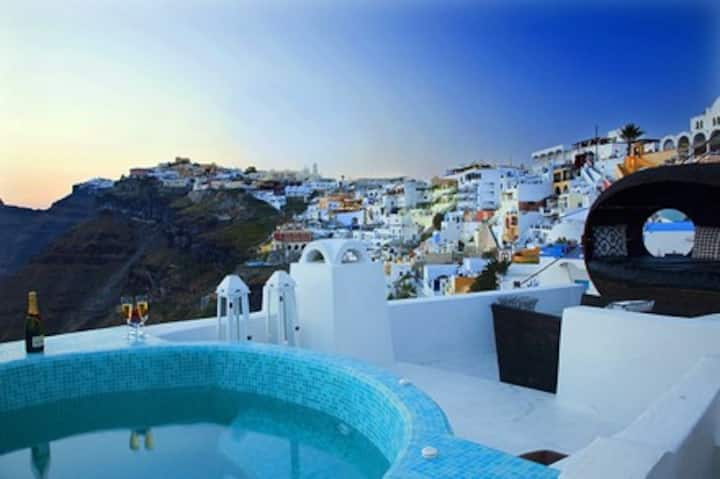 Villa for up to 9 people in Fira