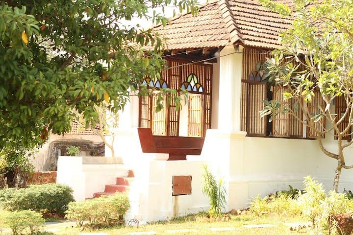 TheOnlyOlive-Goan Colonial Villa, B&B, Aldona - North Goa - Vila