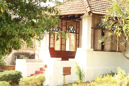 TheOnlyOlive-Goan Colonial Villa, B&B, Aldona - Villa