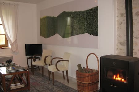 Elegant cottage/lake, Paris 80km, organic veggies - Les Marets