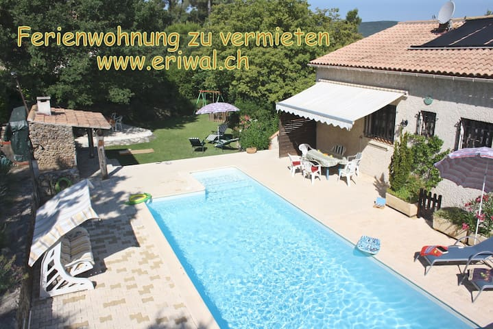Grosse, komfortable 4-Zimmer Wohnung mit Pool - Néoules - Appartement