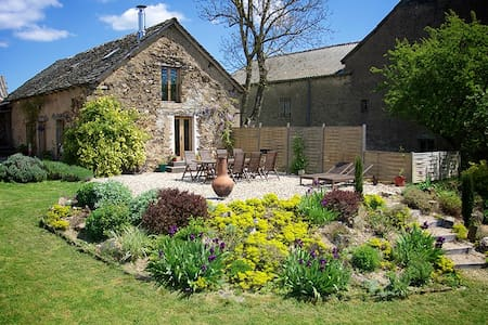 Converted stone barn in hamlet - Pampelonne