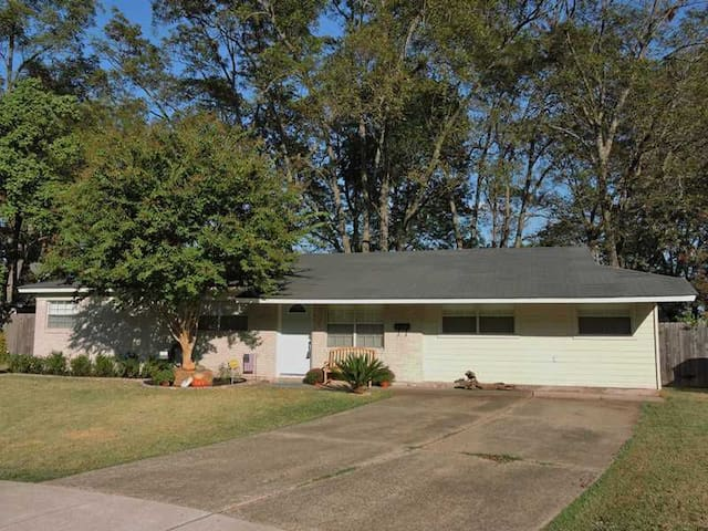 Nice house in Bossier with amenities!