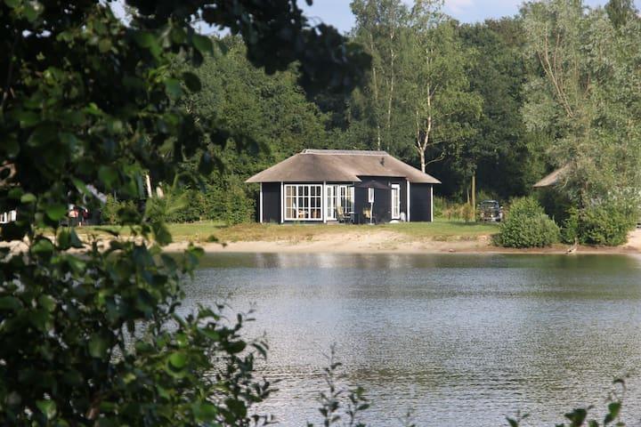 vrijstaande cottage aan het water - Hoge Hexel