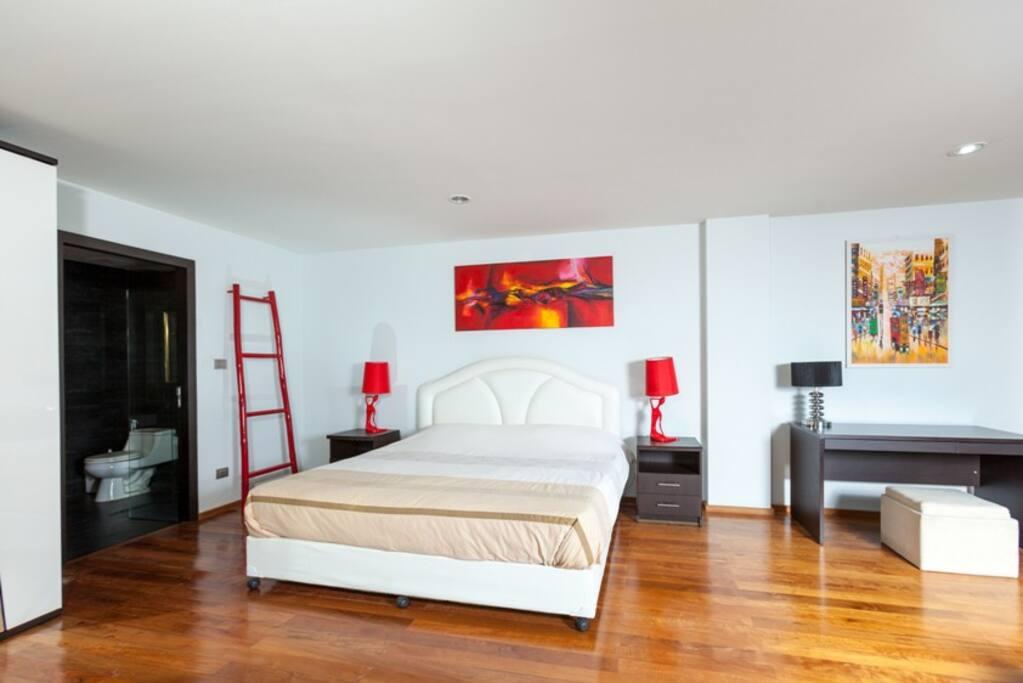 master bedroom / главная спальня