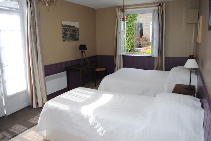 CHAMBRE LES RUETS - Cancale - Bed & Breakfast