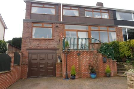 amazing views with own bathroom - Dronfield - Hus