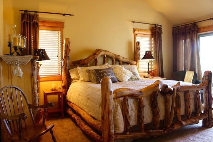 Master/Bedroom #1 of 4:: Bristol Mountain Home B&B