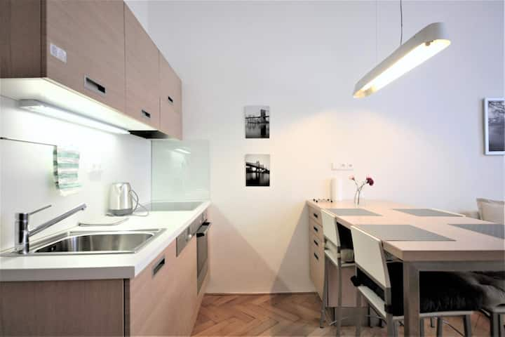 Comfortable 2-bedroom Apartment, Subway Prague 6