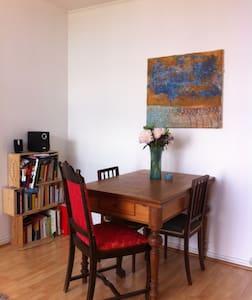 Sunny 2-Room Appartment near Metro - Apartamento