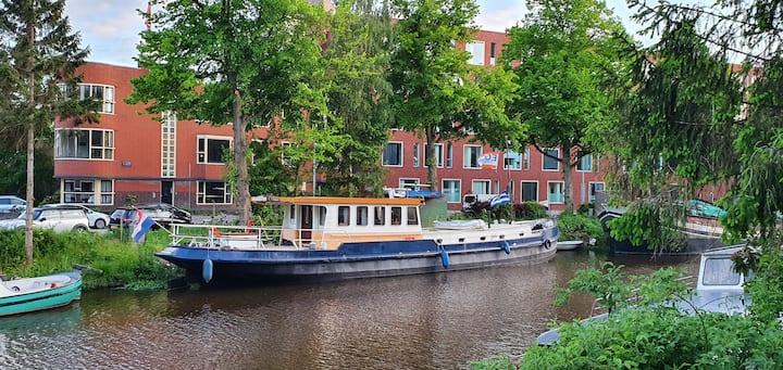 prachtig schip in het centrum van Groningen