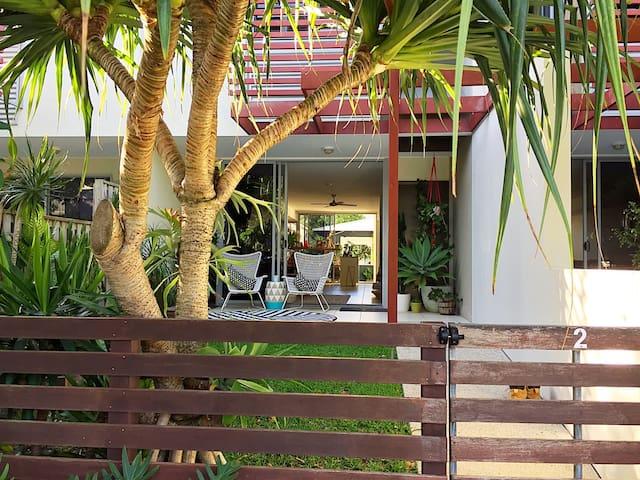 Relaxed modern beach villa - Casuarina - Villa