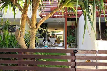 Relaxed modern beach villa - Casuarina