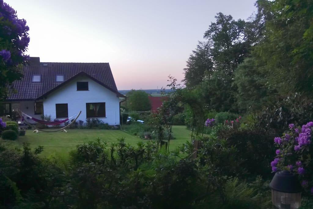 Unser Haus vom Wald aus gesehen! Dort steht auch noch eine gemütliche Gartenbude