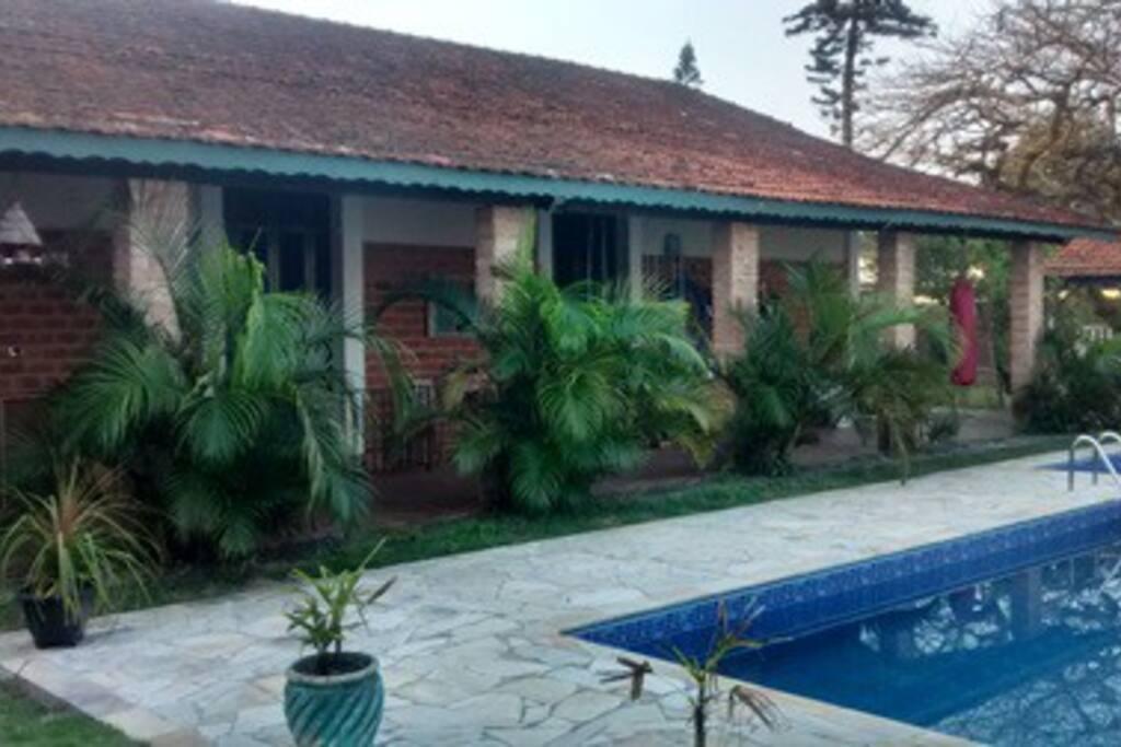 Apartamentos de frente para a piscina