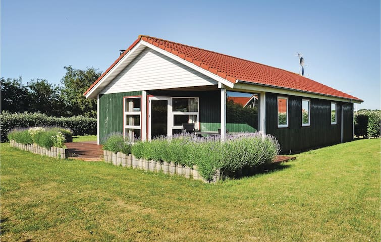 Holiday cottage with 3 bedrooms on 76 m² in Assens