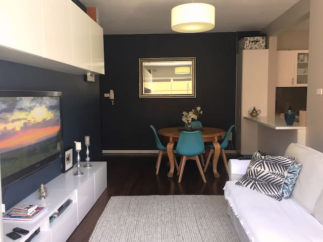 Beautiful Boho Retreat - Parkside 2 bdrm apartment
