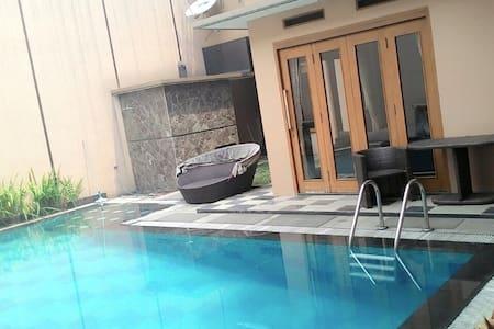 Nice house with modern furniture  - Bandung - Haus