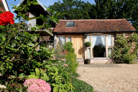 Cherrimans, The Barn bedroom - Haslemere - Bed & Breakfast