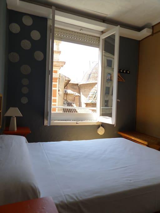 Habitación cama doble.