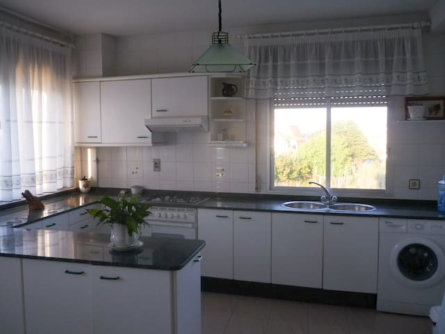 Alquilo piso en Portonovo cerca de playa Canelas - Portonovo - Apartemen