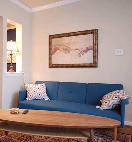 Montrose Modern & Classic Apt-Best Location! (WP1)