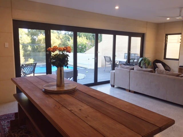 Spacious new family home, great location & outlook - Swanbourne - House