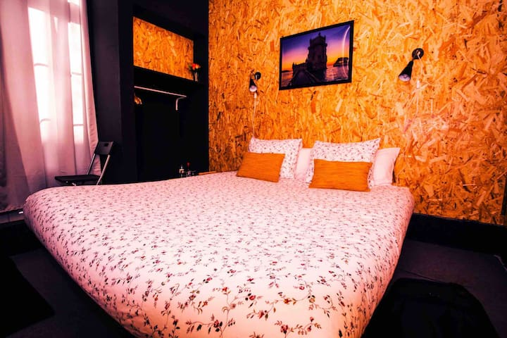 Sky Beds Lisbon |Double Room with Private Bathroom