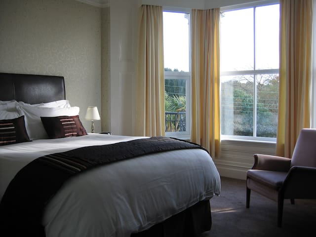 King Size Ensuite in 4star BnB nearEden with views
