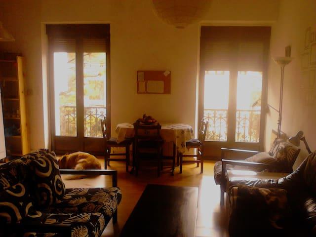 bonita y tranquila habitación