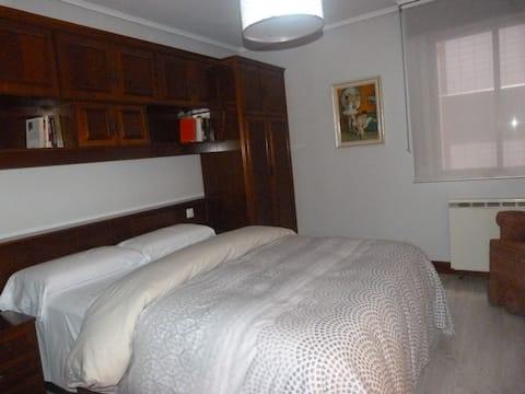 Soba+ privatna kupaonica +parking (nije obavezno) L-BI-285