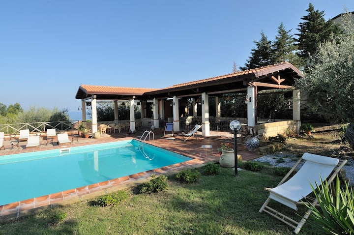 Pool,sea and relax! 6 guests