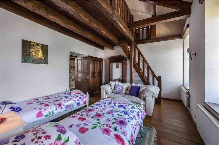4th Bedroom - 2 singles