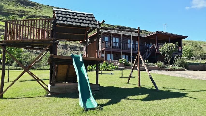Bergview Log Cabin - a great family getaway!!!