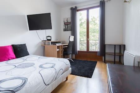 Spacieux et cosy T1 de 32 m2 au cœur des puces. - Saint-Ouen - Lägenhet