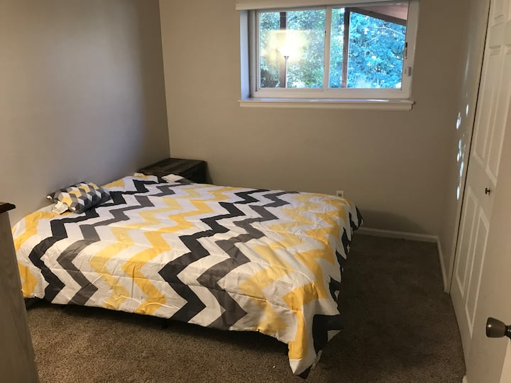Private room in nice home w/pets, 30 day minimum