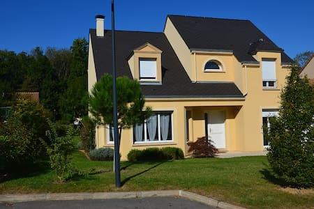 VILLA STANDING 140 M2 DISNEYLAND - Esbly - Rumah